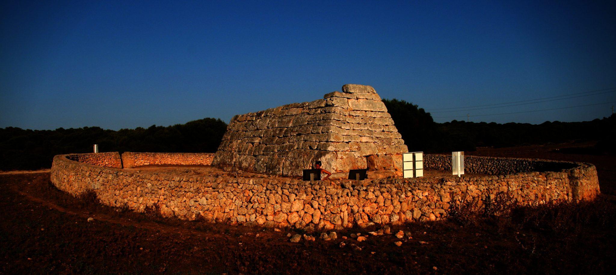 Naveta des Tudons, el monumento más conocido de Menorca